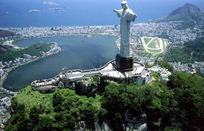 RIO A DERIVA